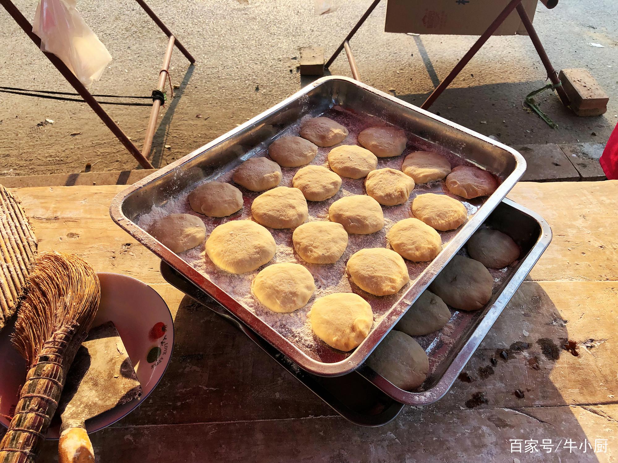 农村集市上的一种糕点,20年至今未涨价,6元一斤,咬一口满嘴香