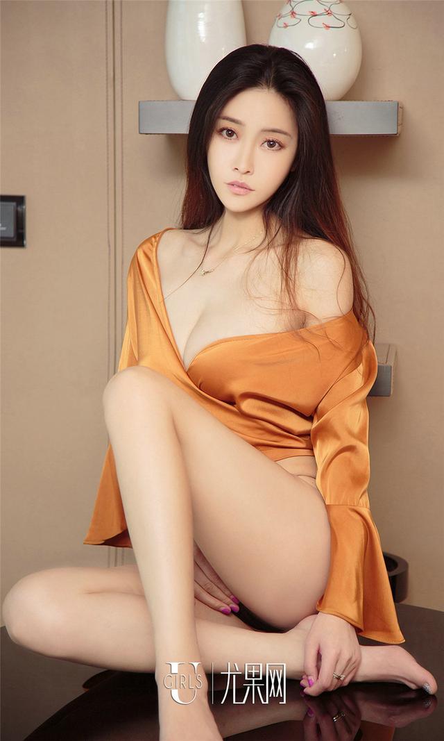 [尤果网] 真丝睡袍睡裙美女叶子爆乳写真 第834期