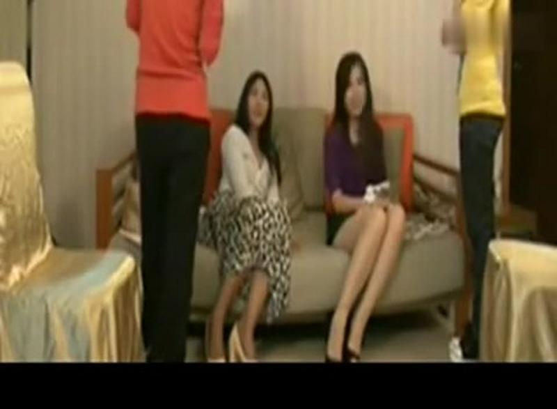 把手脚绑在一起挠_把女老师绑起来_挠脚心_好看视频