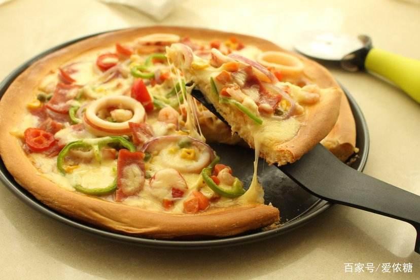 烘焙甜品入门:在家自己动手做过披萨吗?超级好吃的海鲜披萨来了