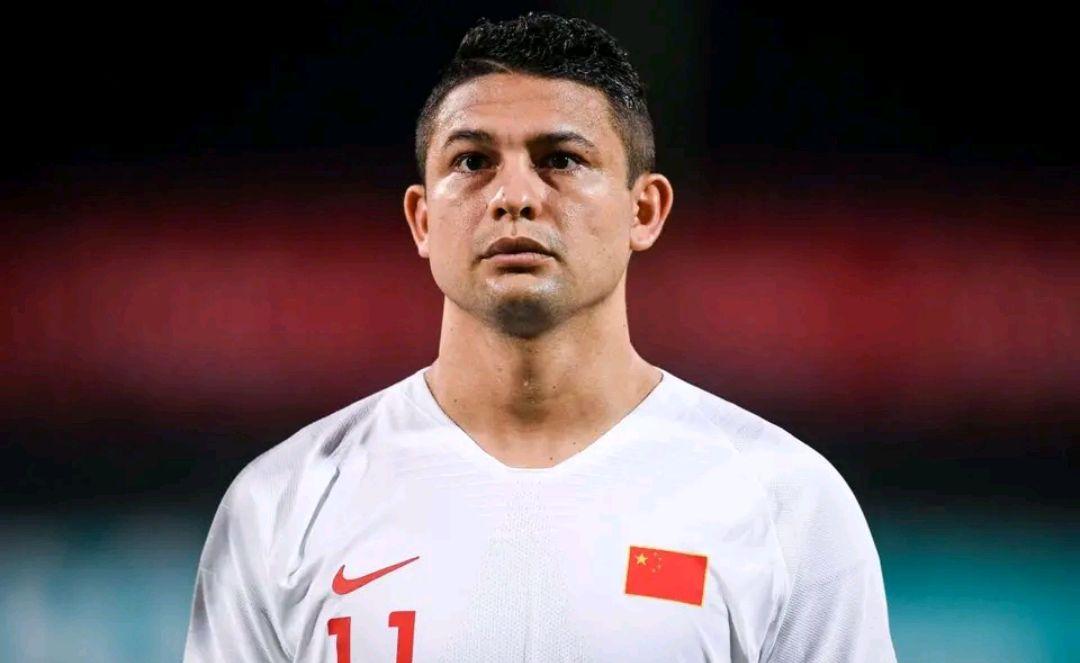 看到艾克森身披五星红旗,巴西球迷是什么感受?
