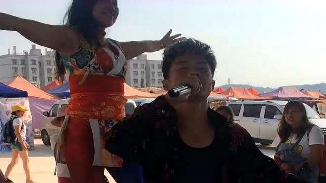 民间男歌手献唱《水中月亮》,唱的太好听了,震撼心灵!
