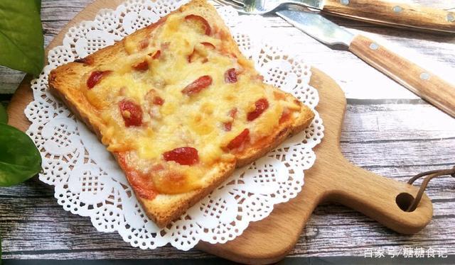 吐司片做披萨,做法超简单,放点芝士上烤箱轻松搞定