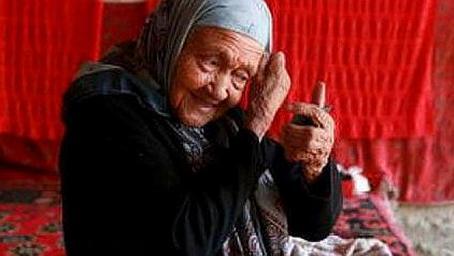 老人133高龄,抽烟喝酒不运动,长寿秘籍:做好3件事,绝不碰一物