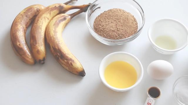 超级简单的巧克力香蕉蛋糕,小白都会做又软又甜,嫌1盘做得少了