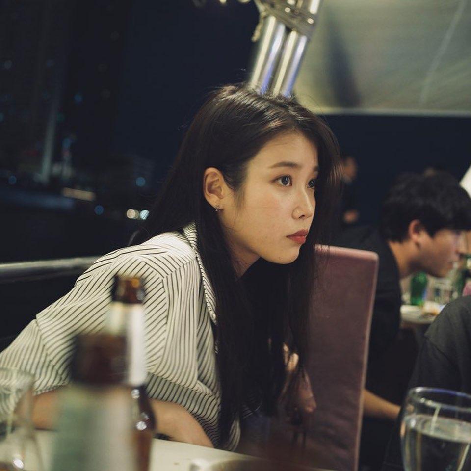 IU公开电视剧《德鲁纳酒店》的褒奖休假场面