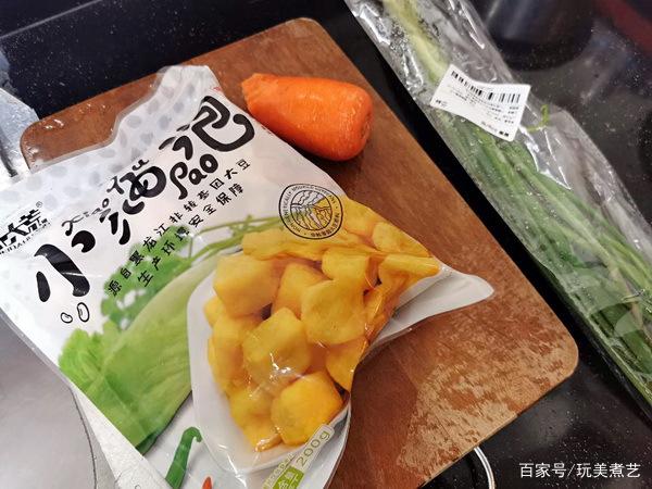 凤梨不单纯是水果,腌制后入菜,也能吃出幸福感