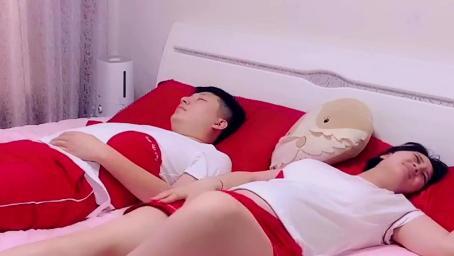 怀孕9个月,小孕妇突然腿抽筋,万万没想到老公的举动暖心了!