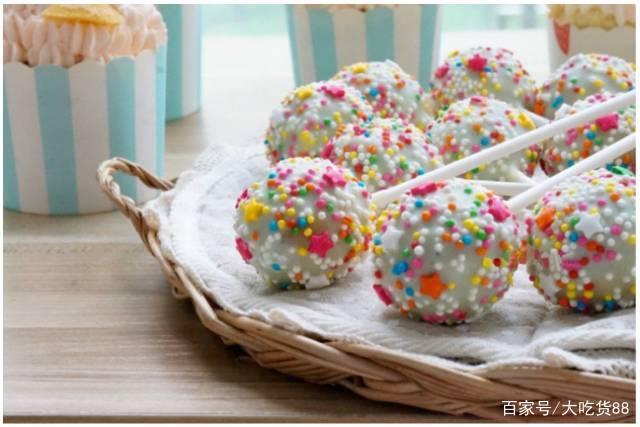 一款比较神奇的蛋糕——棒棒糖蛋糕!
