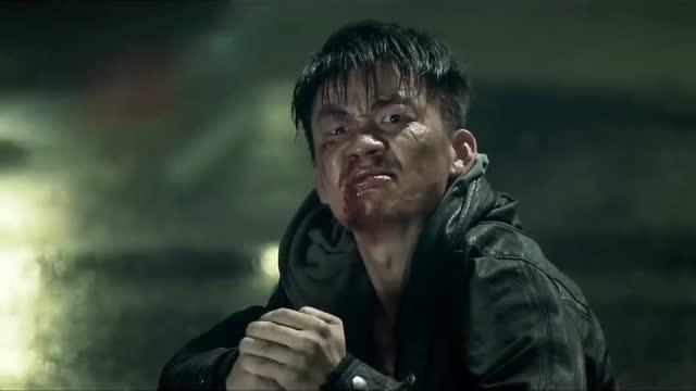 电影《一个人的武林》,宝强饰演的武林痴狂,该不该鼓掌?