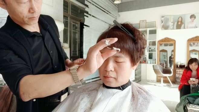 发量少的就把视频收藏 轻微一烫头发增加两倍多 喜欢短发值得一看