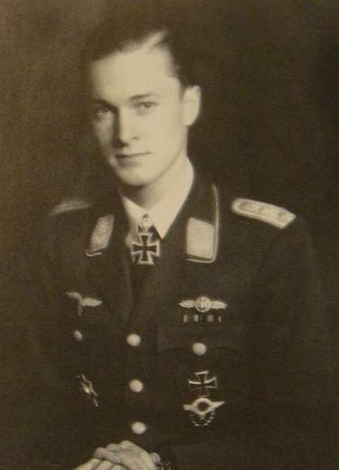 威廷根施坦因亲王:敢穿礼服开飞机,二战击落84架敌机-