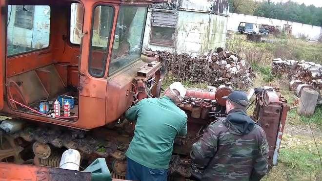 户外闲置多年的DT75拖拉机,没想到还能正常启动,太给力了
