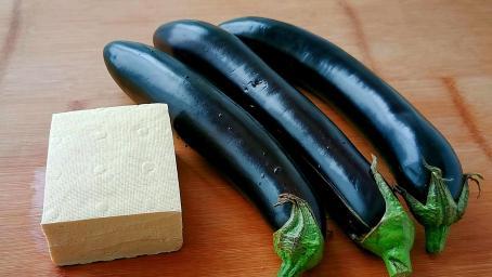 茄子加豆腐这样做太香了,不用油炸,不用蒸,出锅连汤汁都不剩!