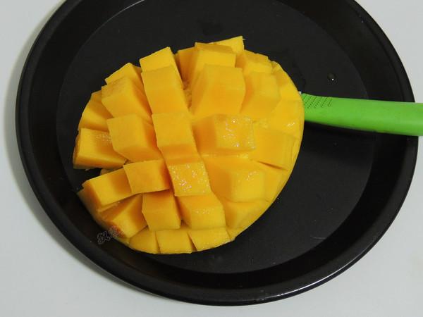 一个芒果,两杯奶,美味冰沙,口感绵软比冰淇淋好吃,随吃随做