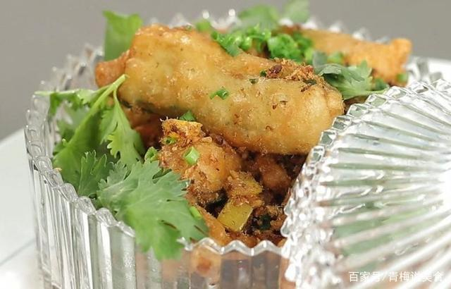 美食:香肠土豆煲仔饭,台式三杯大头虾,泡椒钵钵鸭,香松脆茄子