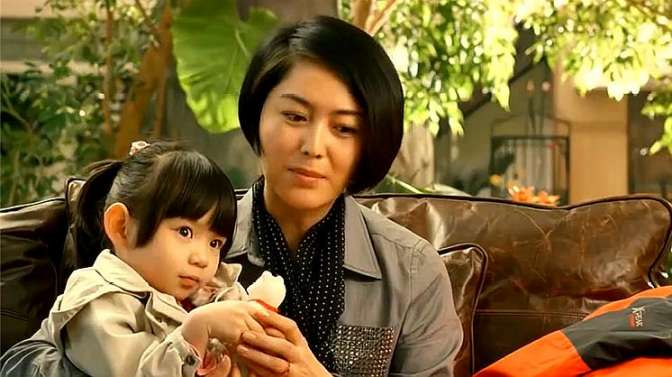 母语大结局:女儿只和代孕妈妈亲近,妻子直接在灾区抱养一个女孩