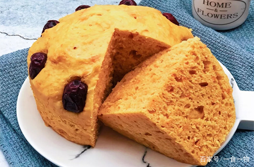 2个红薯1把面粉,教你做发糕,比面包软,比馒头香,全家人都爱
