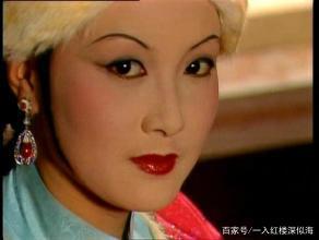 势利的凤姐为何第一次见面就资助刘姥姥?这个理由她实在说不出口