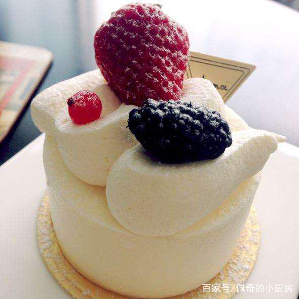 西点中大家最喜欢吃的是什么,是蛋糕还是法式慕斯呢