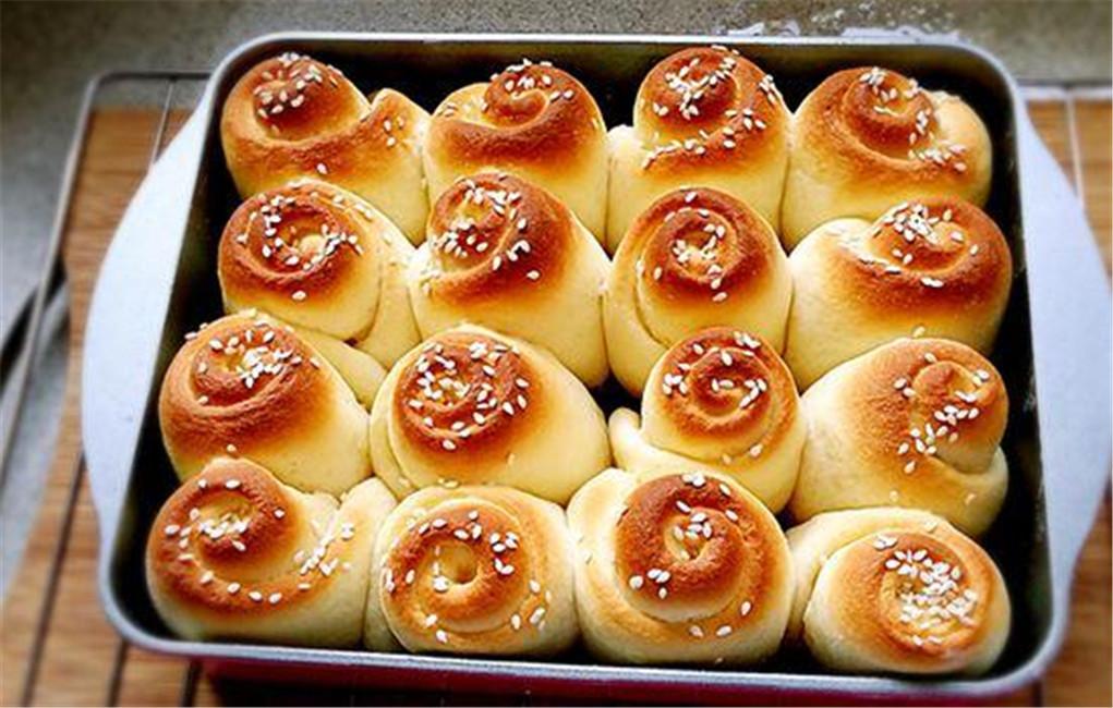 教你做蜂蜜小面包,看了才知道为啥买的松软又拉丝,而你做不来