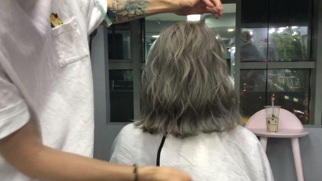 今年流行的网红短卷发发型,都是发型师这么打造出来的