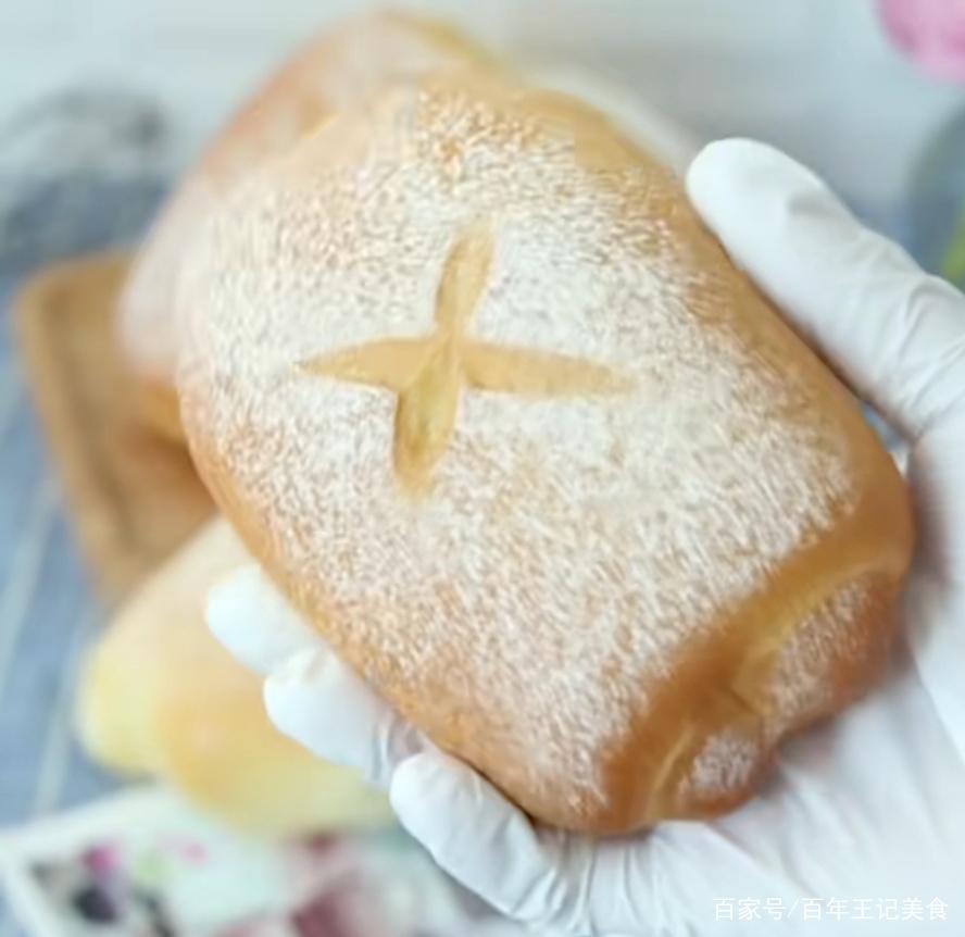 想吃软的面包?这么做的牛奶卷,放几天都不硬,特别适合做早餐
