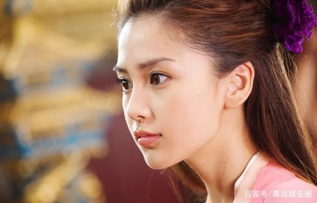 杨颖最初的英文名字,并不是Angelababy,因为觉得普通才更改