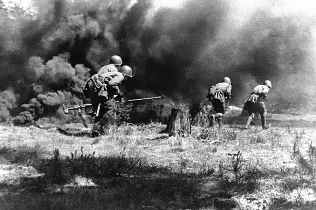 苏德大战仅头18天,苏军就被俘30万人,最后怎么就反败为胜了?-