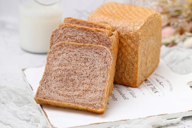 减脂期必备吐司面包,低油低糖不长肉,麦香浓郁有嚼劲,百吃不厌