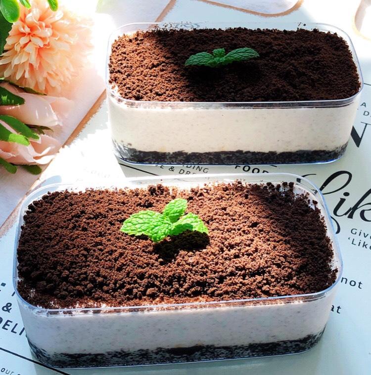 没有烤箱也能做,完爆甜品店、入口即化的奥利奥酸奶慕斯小蛋糕