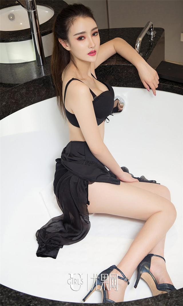 [尤果网] 五官最精致得美女子书洛黑色礼裙写真 第737期