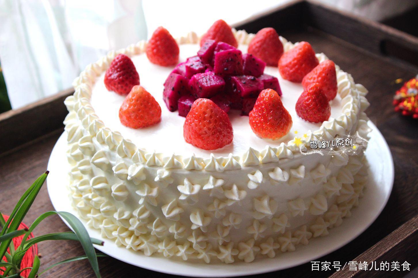 在家无聊做这款奶油蛋糕哄孩子,不会裱花不用怕,水果摆摆就搞定