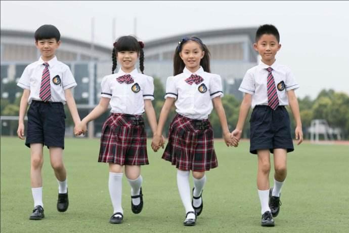普通学校和贵族学校校服有差距?原因在这3点,你最喜欢哪个校服