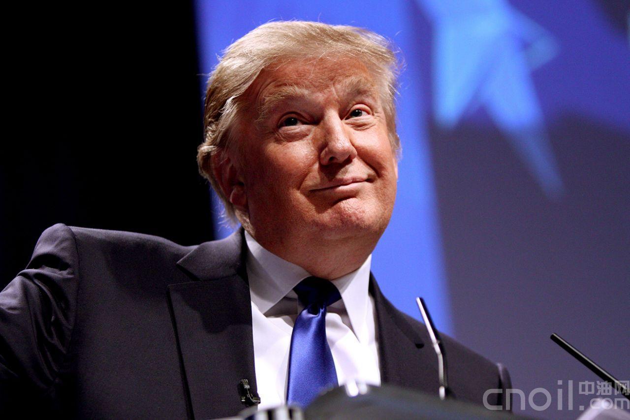 """川普又和CNN记者杠上了,""""你问了太多蠢问题"""""""