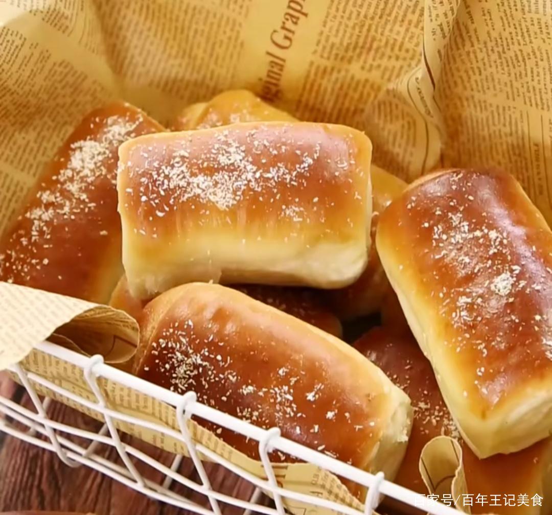 经典的椰蓉面包,松软可口,椰香十足,满满儿时的回忆
