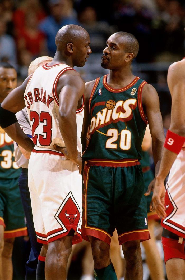 NBA历史上夺冠热门翻车的5支球队:热火,小牛,勇士均在列!