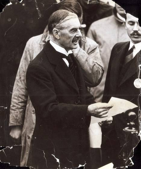 二战英法高调当波兰靠山,德国却为何宁可腹背受敌也要打?-