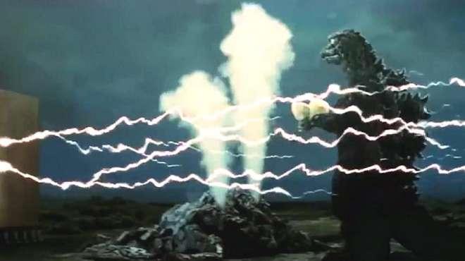 老式科幻片,日本污染严重,蝌蚪怪兽袭击日本,差点杀死哥斯拉!