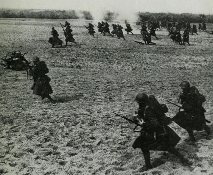 直击德国闪击波兰时的欧洲,图三的波兰士兵提着枪不要命的冲锋-