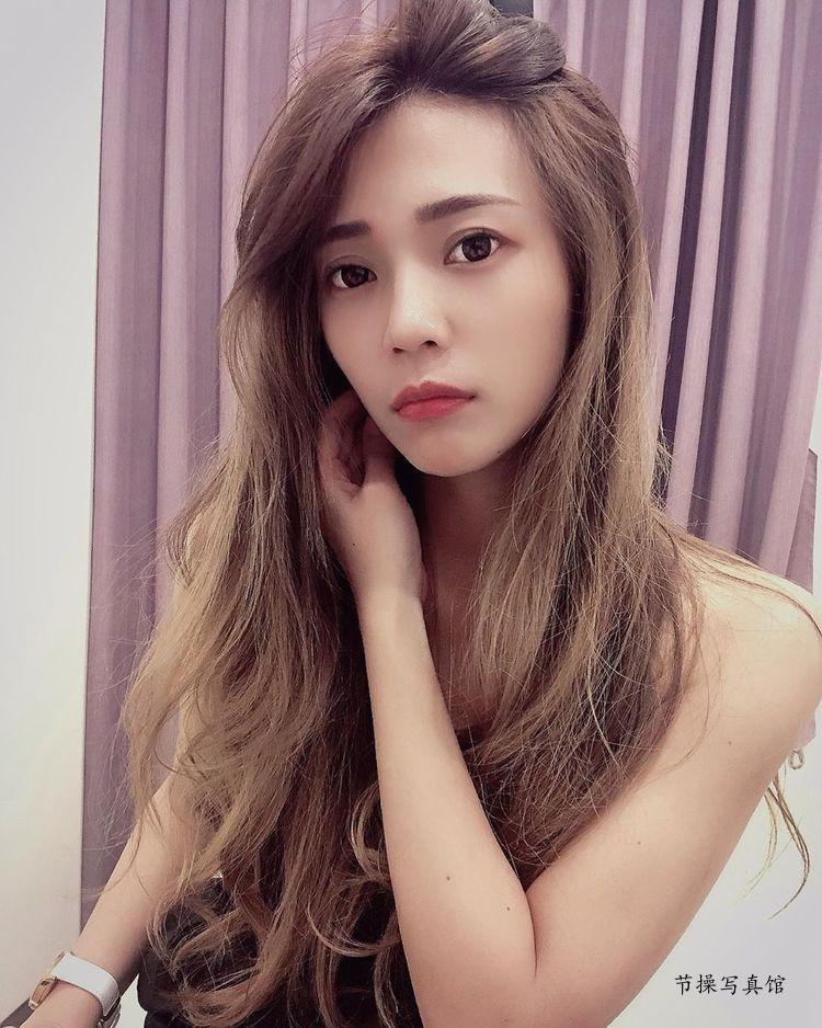 萌妹子@黄圆圆清新可爱图片,颜值高身材好旗袍都能轻松驾驭