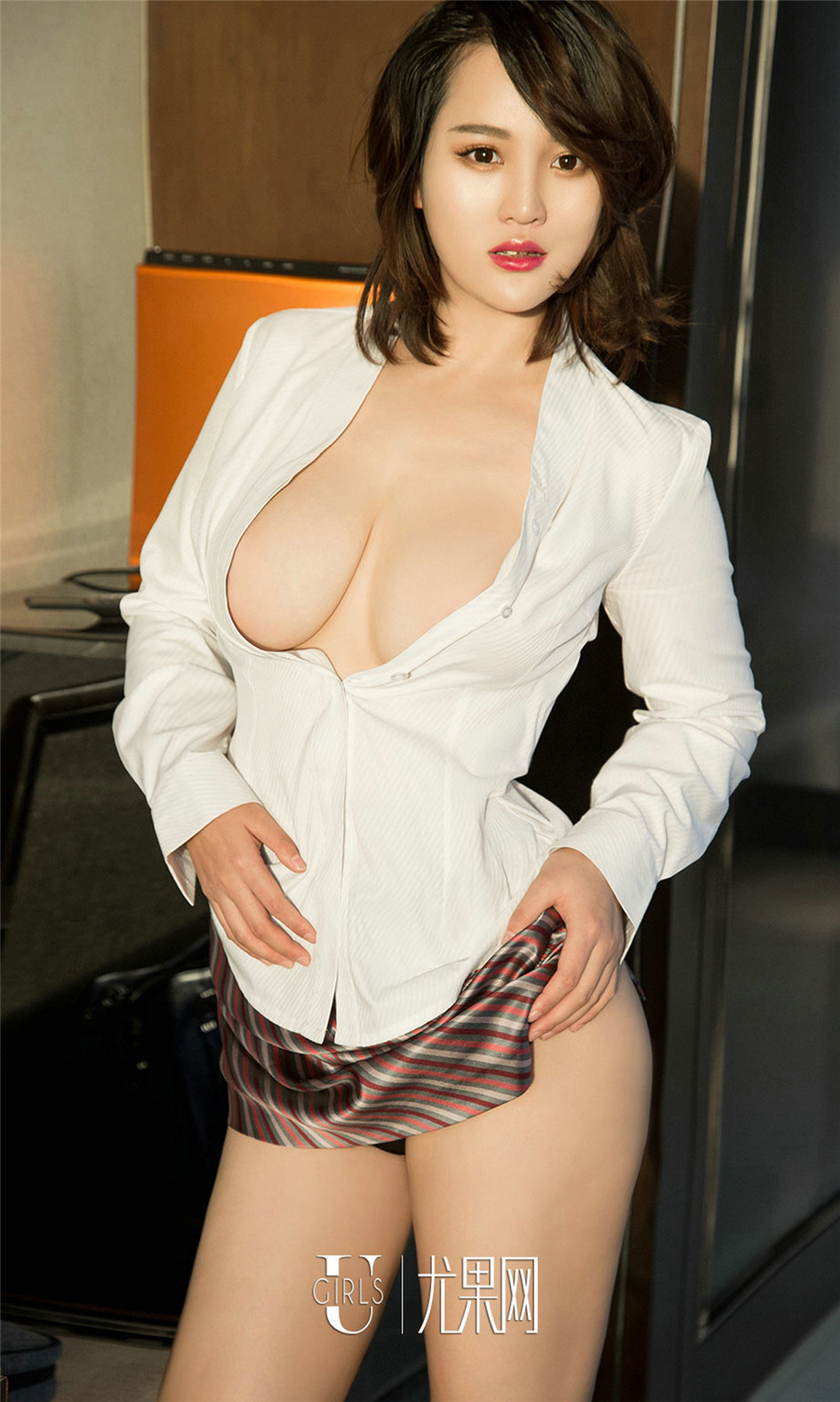 [尤果网] 大胸丁字裤性感美女Jona写真图片 第669期