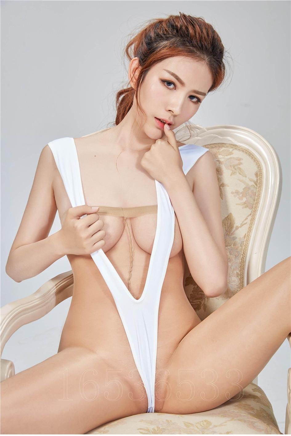[爱丝] 高开叉泳衣模特文静人体艺术丝袜美腿图片