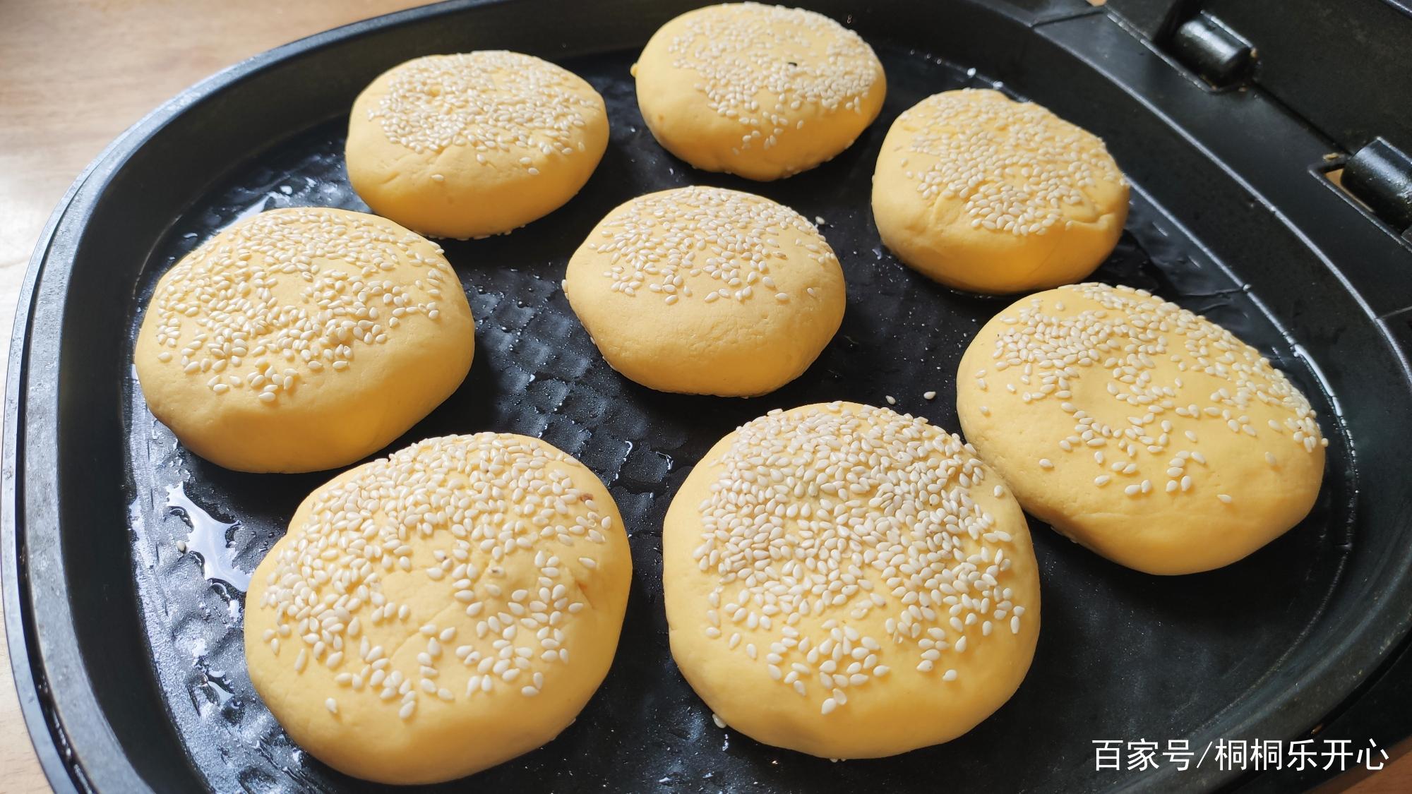春天要多吃粗粮,教你在家做玉米饼的吃法,外脆里甜,全家都爱吃