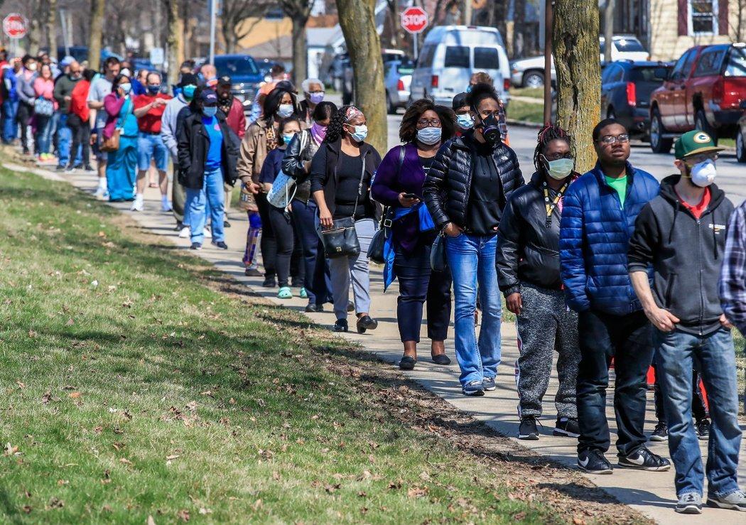 威斯康辛州的共和党领导人星期二给公民一个选择:要么放弃投票,要么冒着损害自己和邻居健康的风险去投票。