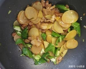 比肉下饭的素菜菜谱,干煸青椒土豆片,简单美味,营养丰富