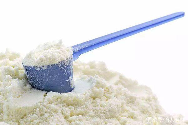 新生儿喝哪种奶粉好?进口奶粉就一定比国产奶