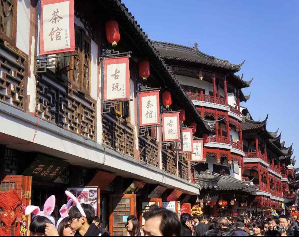 上海城隍庙和静安寺,哪个更适合年轻人去?