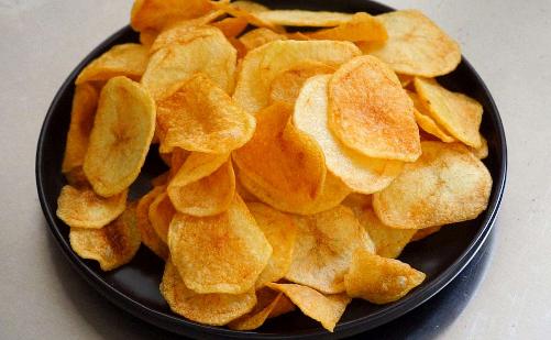 原来自制薯片这么简单,1个土豆做一大盆,又香又脆,孩子特爱吃