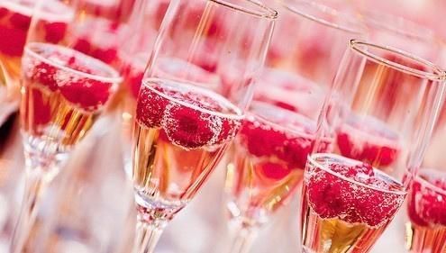 吸引人的眼球的桃红色,慢慢的少女气息,这就是桃红葡萄酒